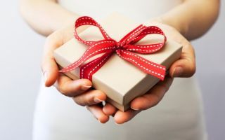 Дар в обмен на сердечко: заговариваем подарок на любовь