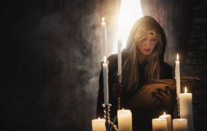 Древние магические книги с заклинаниями